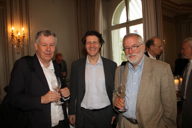 Prof. Dr. Rafael Ferber, Dr. Michael Frauchiger, Prof. Dr. Dale Jacquette at the cocktail