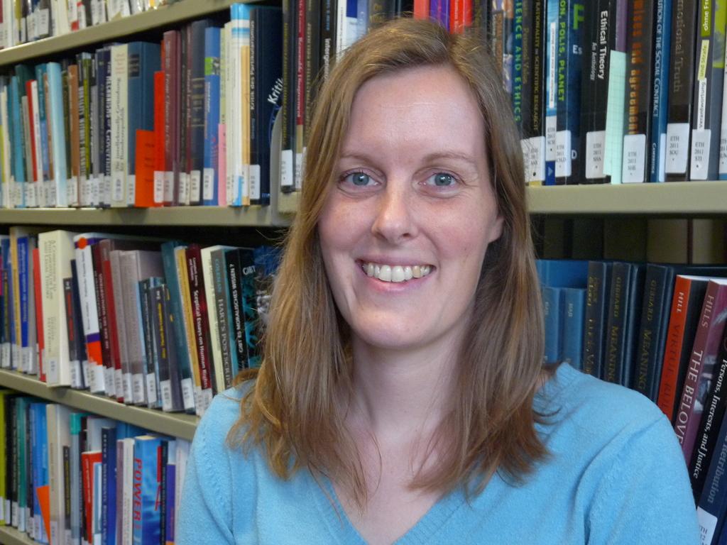 Dr. des. Susanne                      Mantel