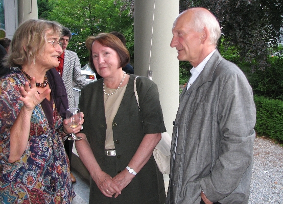 Vera Føllesdal (in the middle) and Prof. Dr. Nils Roll-Hansen